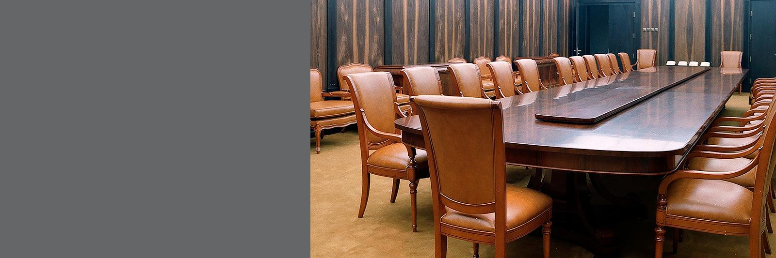 Стол для переговоров на заказ в конференцзал