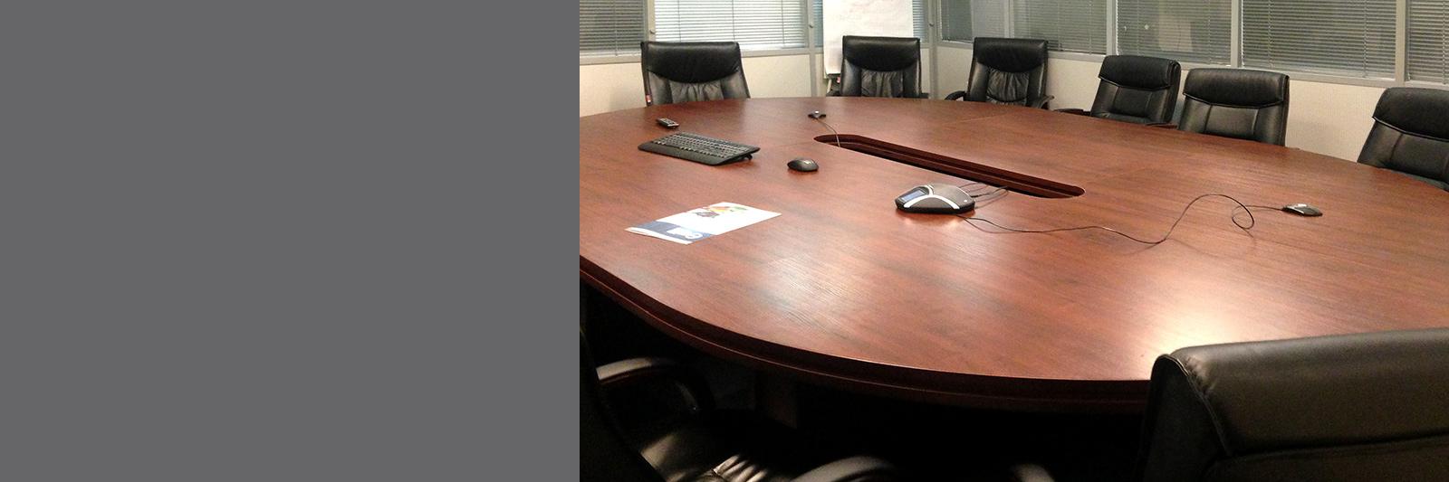 Овальный стол для переговоров на заказ
