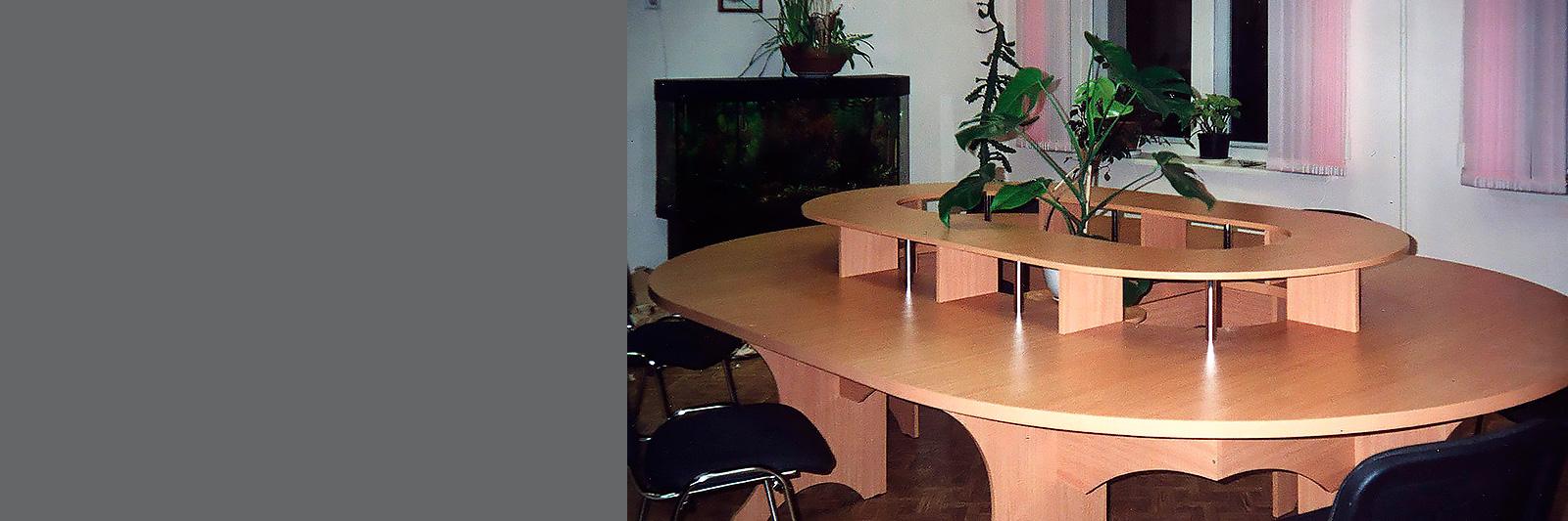 Стол для школьной библиотеки по индивидуальному проекту