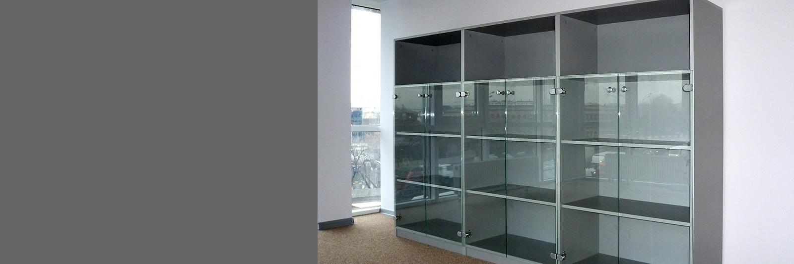Офисные шкафы на заказ со стеклом