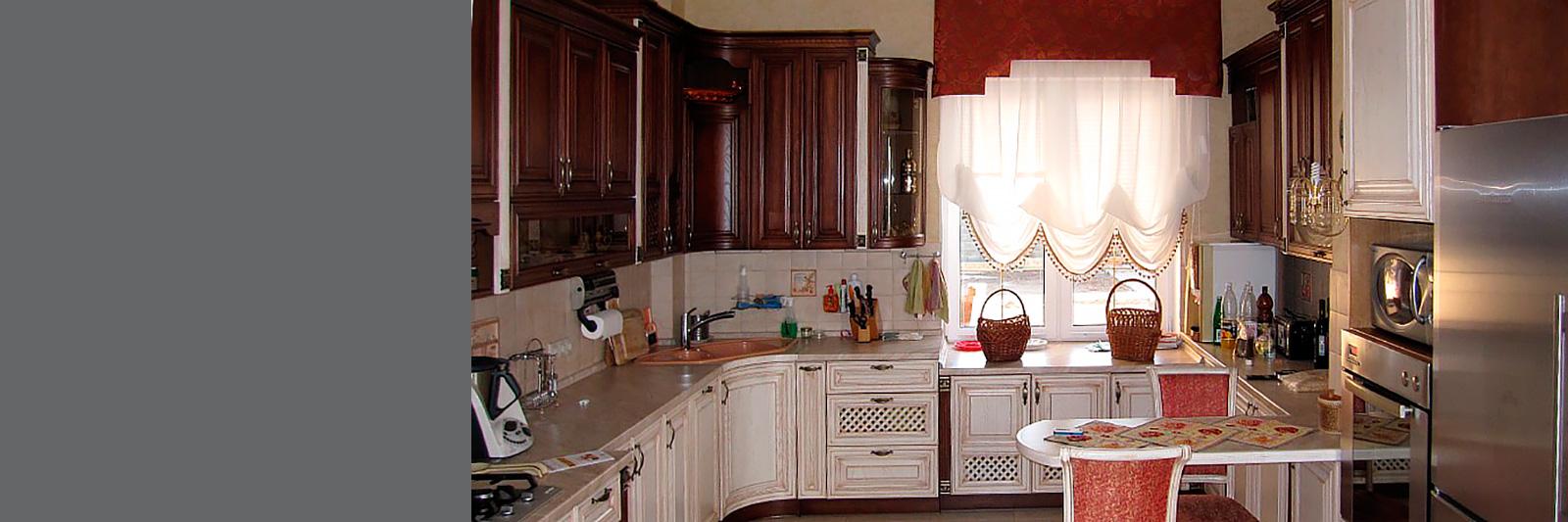 Угловая кухня с фасадами из массива на заказ