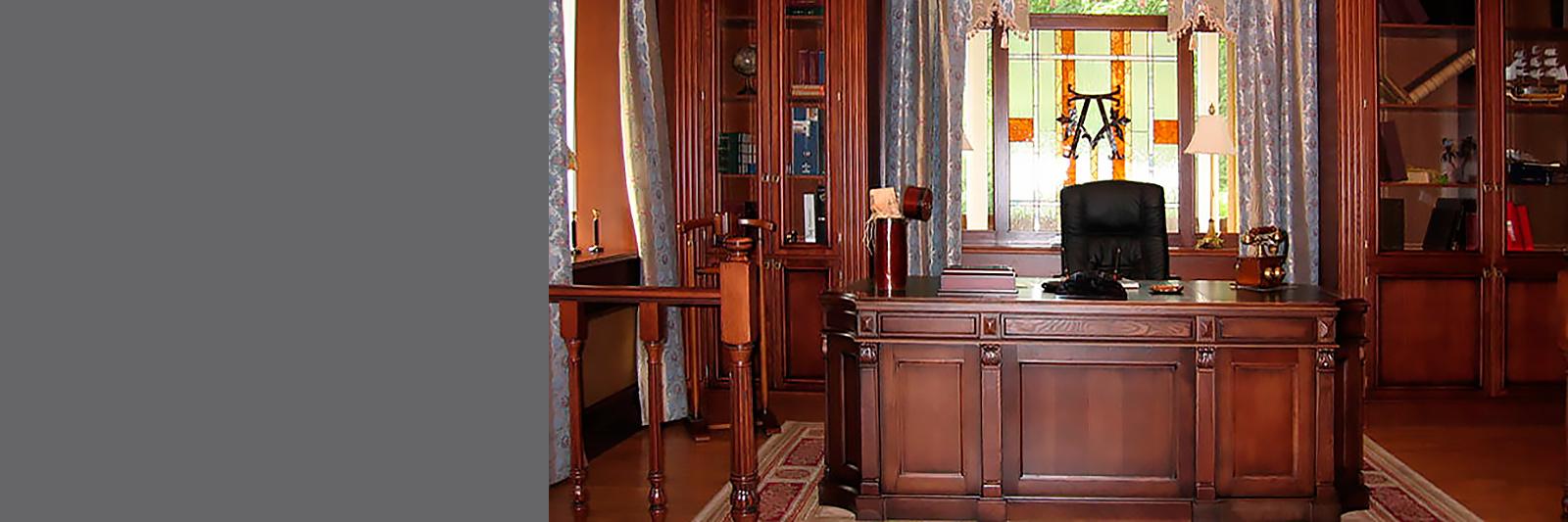 Книжные шкафы и письменный стол на заказ из массива