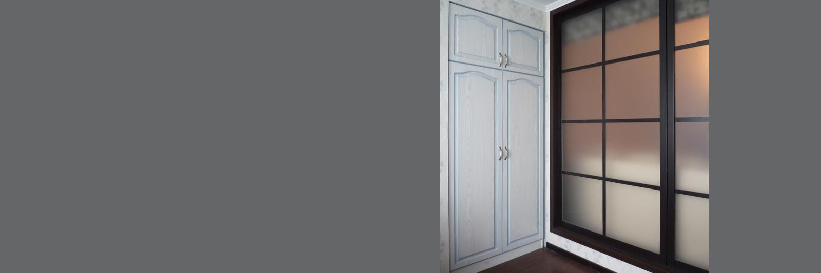 Встроенный шкаф на заказ с фасадами из МДФ