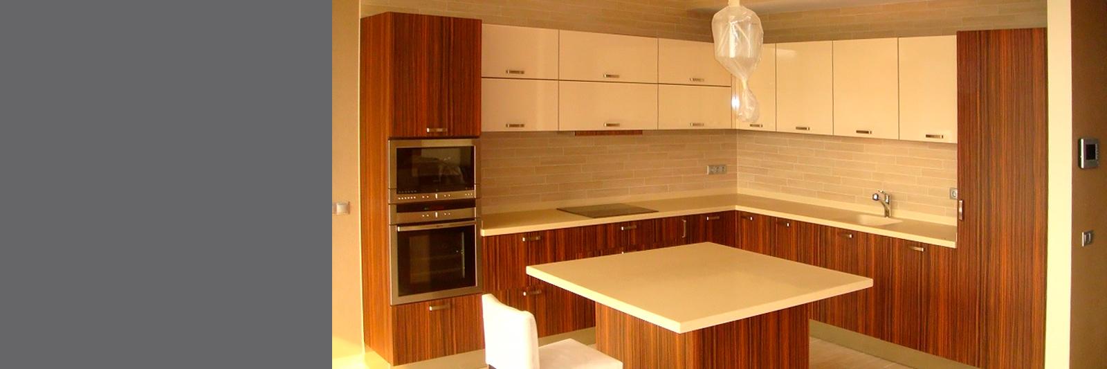 Угловая кухня на заказ в современном стиле