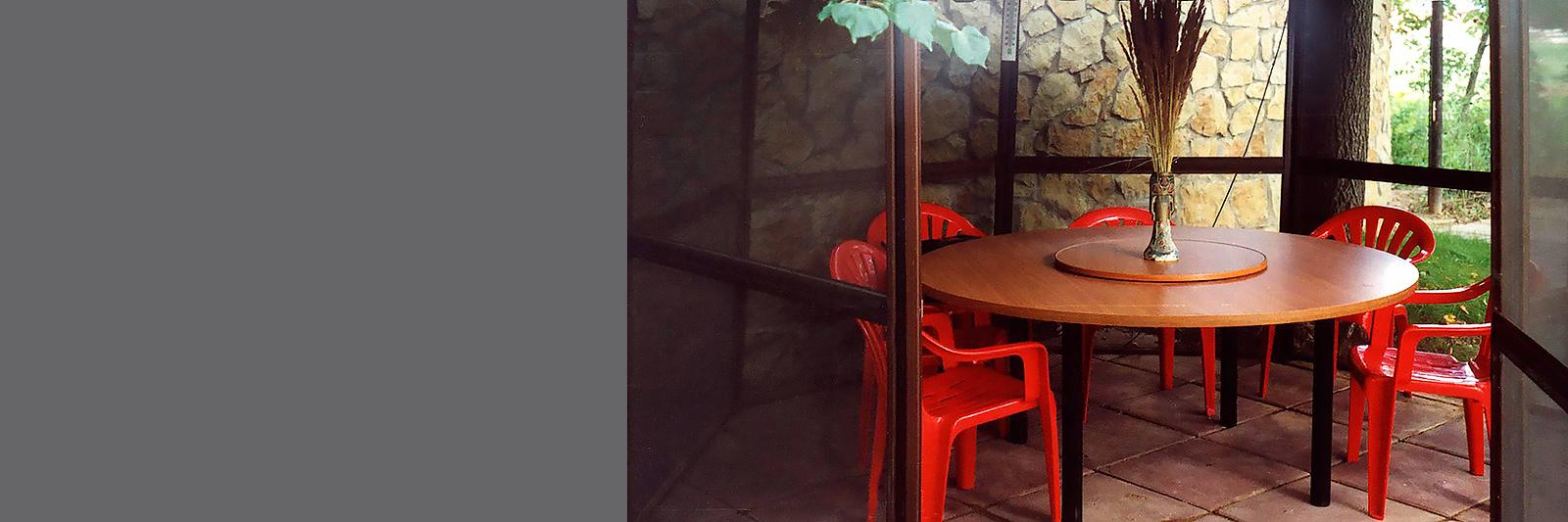 Круглый стол для кафе на заказ