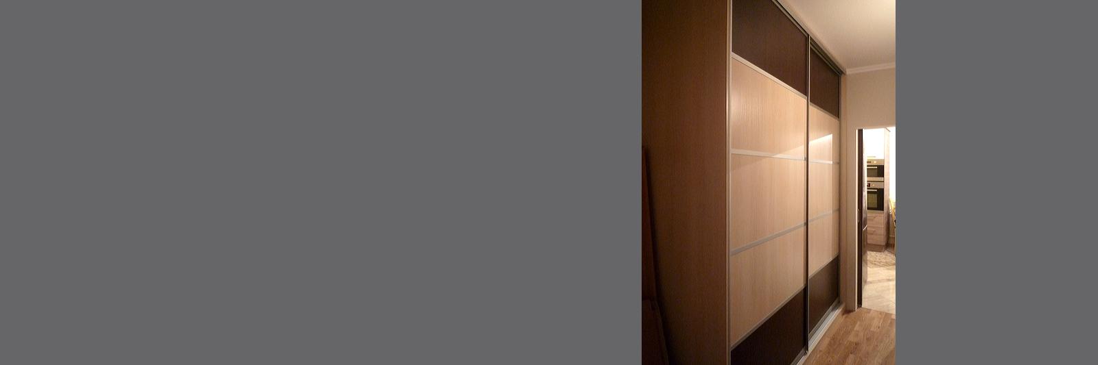 Шкаф купе на заказ с комбинированными дверями