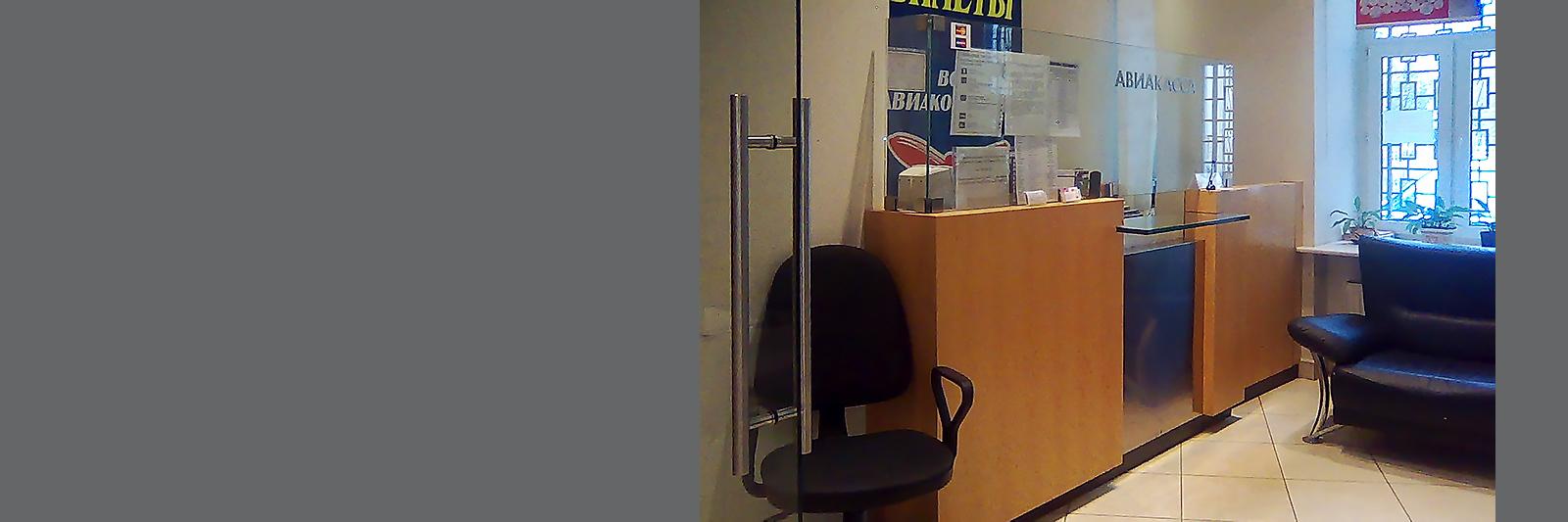 Прямая банковская стойка на заказ с защитным стеклом
