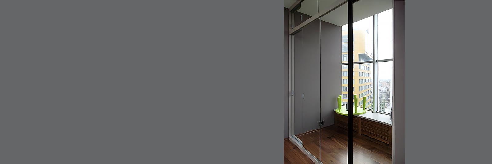 Зеркальный шкаф-купе с антресолями