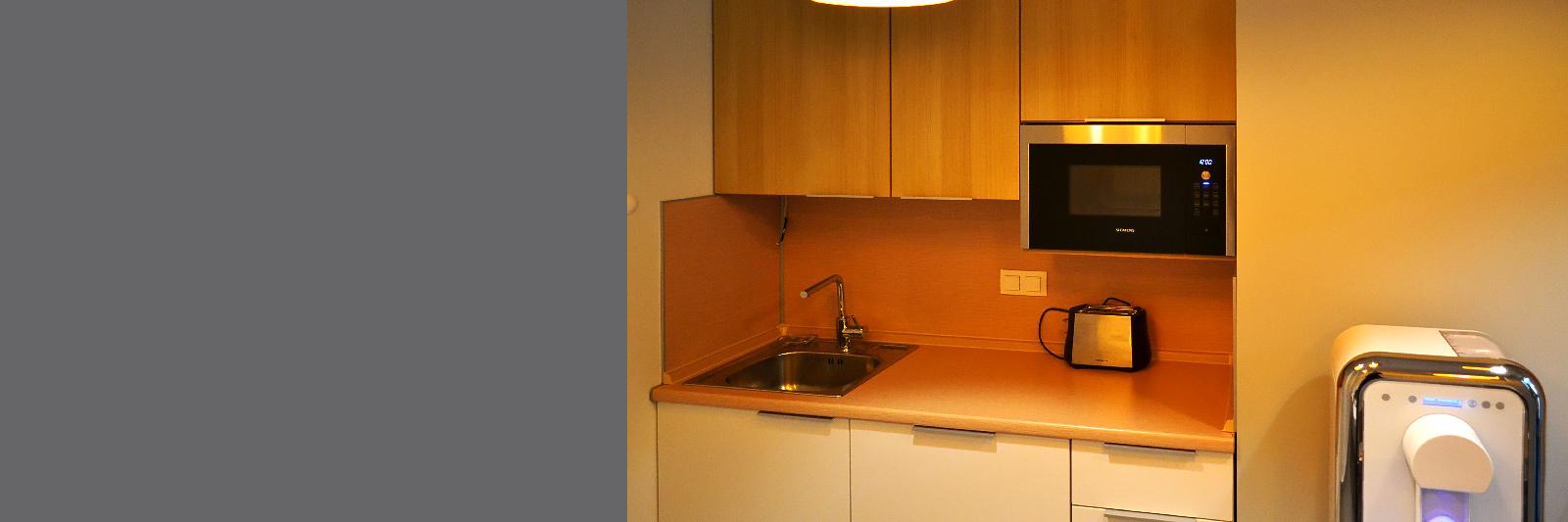 Офисная кухня в нишу под размер