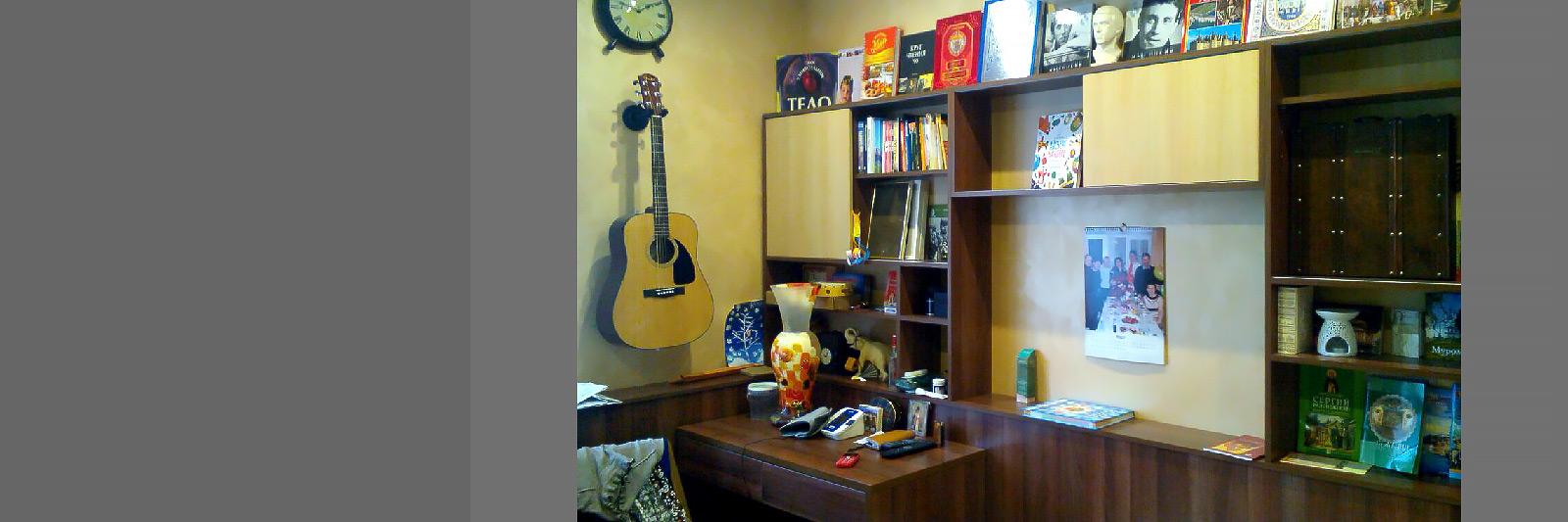 Письменный стол и стеллажи для книг на заказ