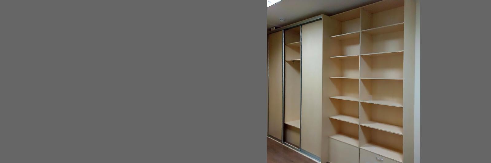 Шкаф-купе для одежды и открытые стеллажи для документов на заказ